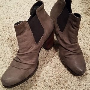 Paul Green taupe ankle booties sz 5 (7.5)